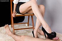 Office Lady Yuuki Ryo Gives Footjob In Black High Heels