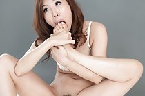 Miura Rin removes panties and sucks her toes