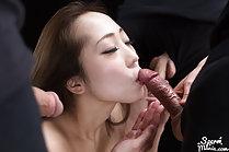 Naked beauty Kisaragi Juri blowbang with cum in mouth